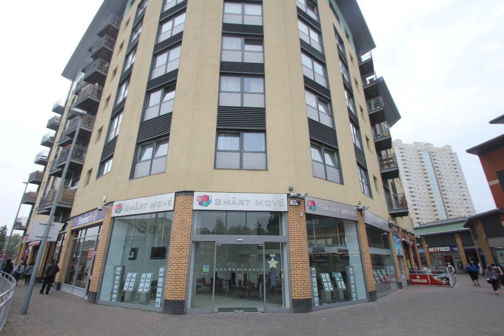 2 Bedrooms Flat for sale in The Broadway, Edmonton, N9