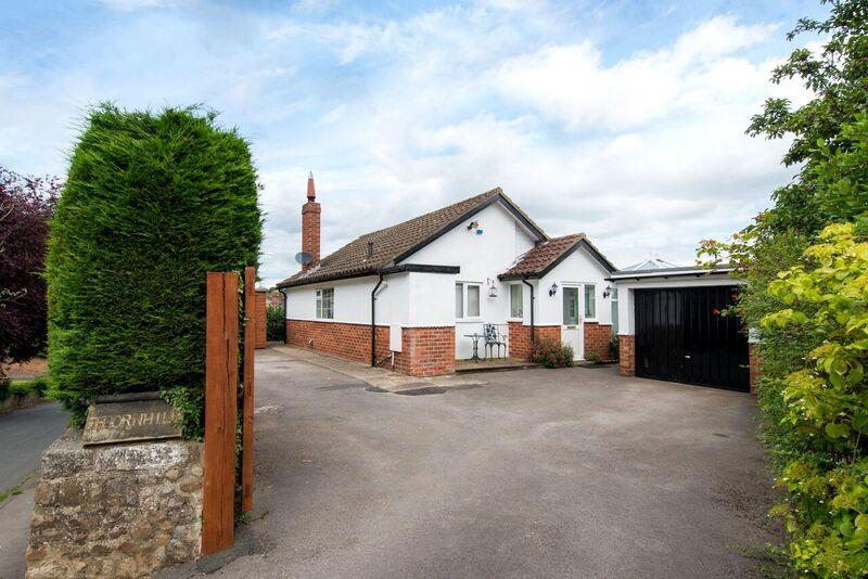 2 Bedrooms Bungalow for sale in Thornhill, Little Studley Road, Ripon HG4 1HD