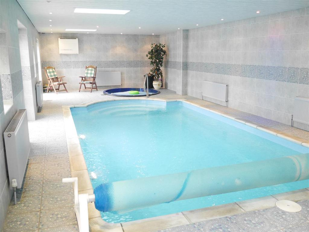 4 Bedrooms Detached Bungalow for sale in Rockhill Lane, Bierley, BD4 6QB