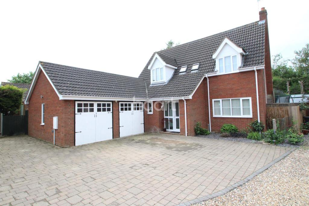 4 Bedrooms Detached House for sale in Pine View, Bacton, Stowmarket