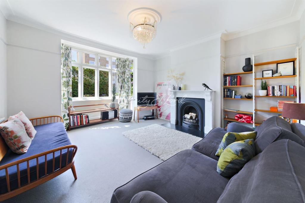 3 Bedrooms Terraced House for sale in Farleigh Road, N16
