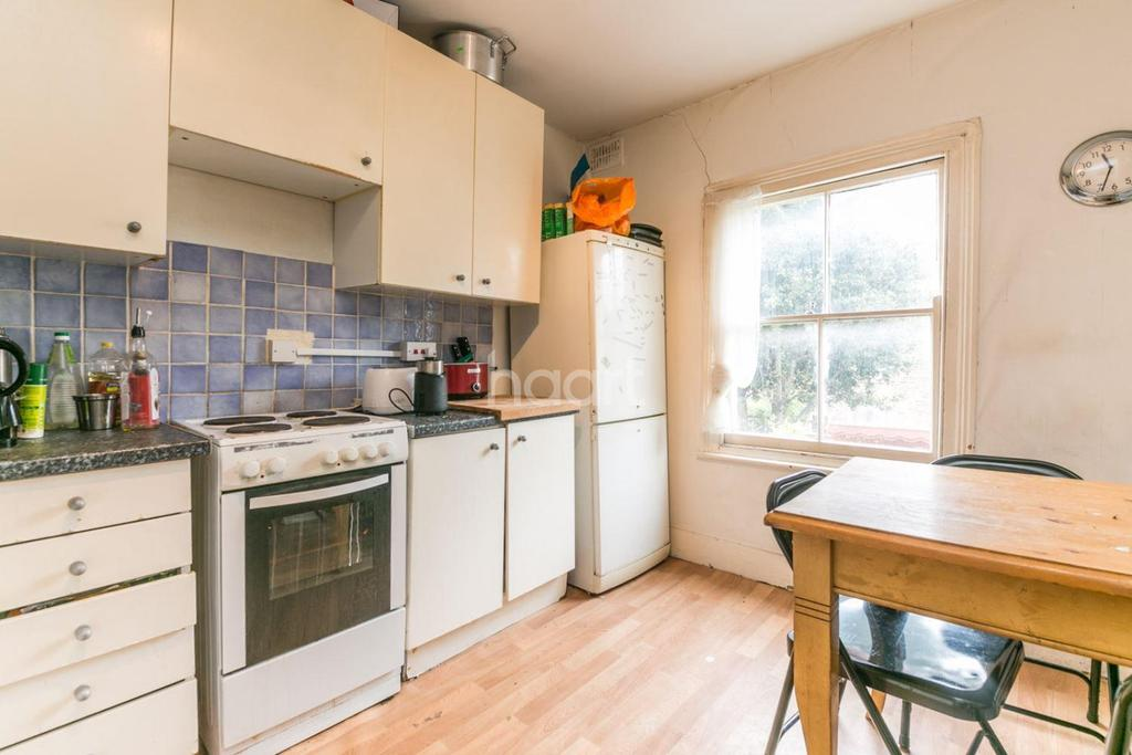 4 Bedrooms Flat for sale in Kellett Road, Brixton, SW2