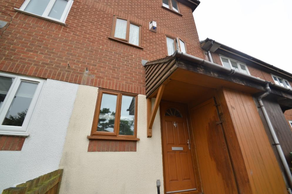 3 Bedrooms Terraced House for sale in Fleming Way, Thamesmead, London SE28