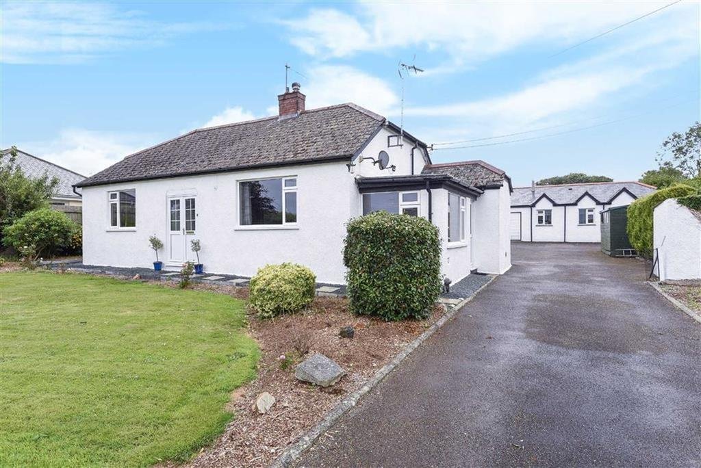3 Bedrooms Bungalow for sale in Bodinnick Road, St Tudy, Bodmin, Cornwall, PL30