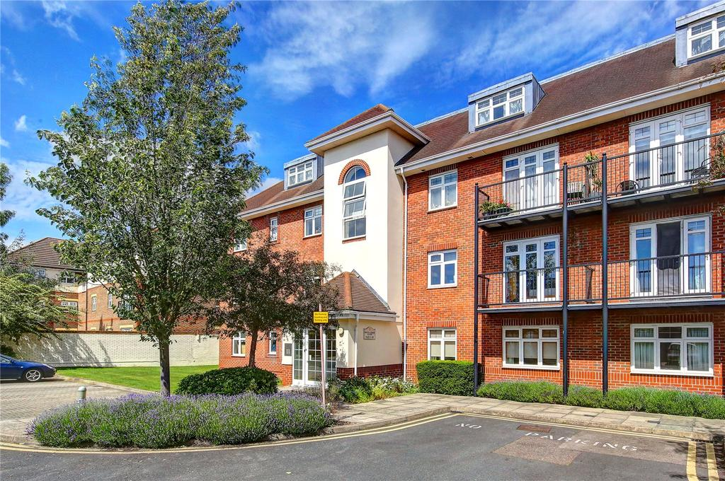 4 Bedrooms Penthouse Flat for sale in White Lodge Court, Staines Road East, TW16
