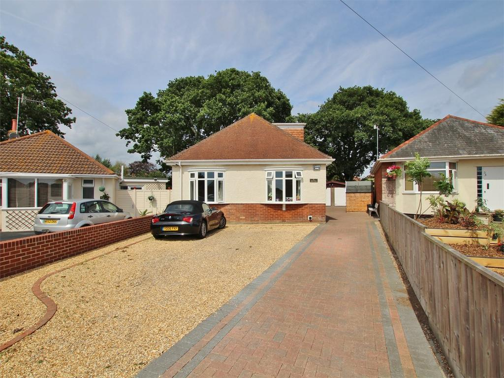 4 Bedrooms Detached Bungalow for sale in Winifred Road, Oakdale, POOLE, Dorset