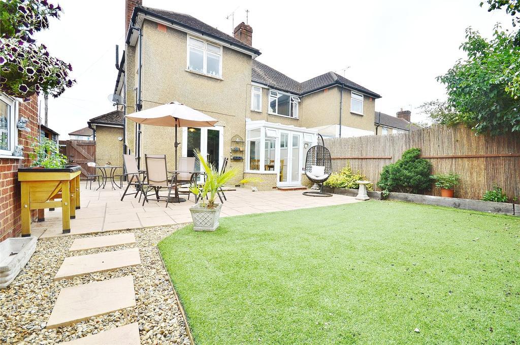 2 Bedrooms Maisonette Flat for sale in Briar Road, Garston, Hertfordshire, WD25