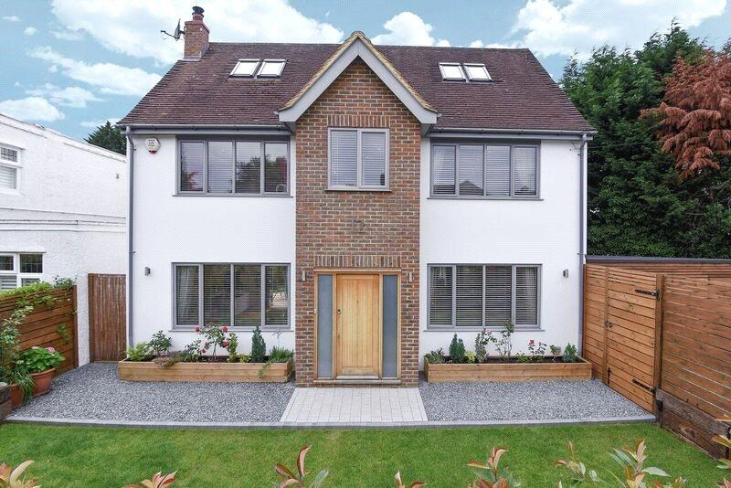 4 Bedrooms Detached House for sale in Woodwaye, Oxhey Watford, Hertfordshire, WD19