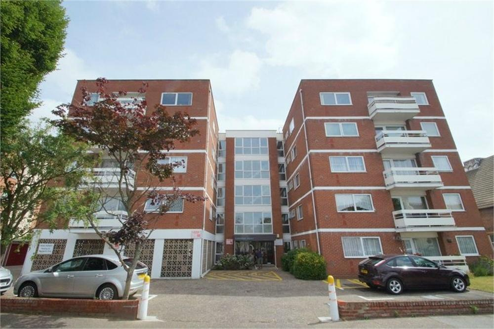 2 Bedrooms Flat for sale in Carnarvon Road, CLACTON-ON-SEA, Essex