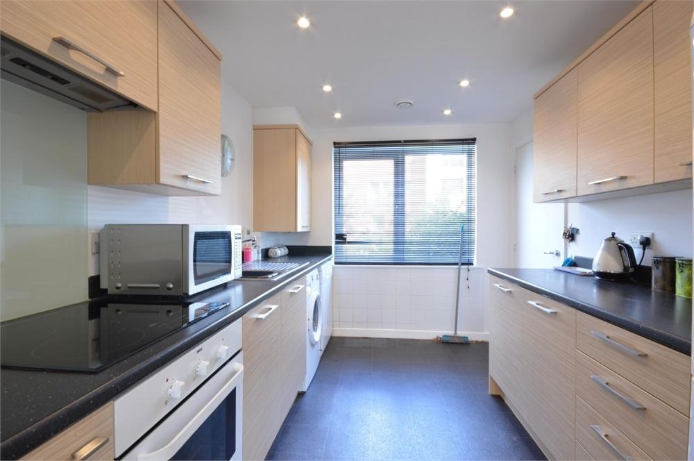 4 Bedrooms Town House for sale in Vimy Drive, Dartford