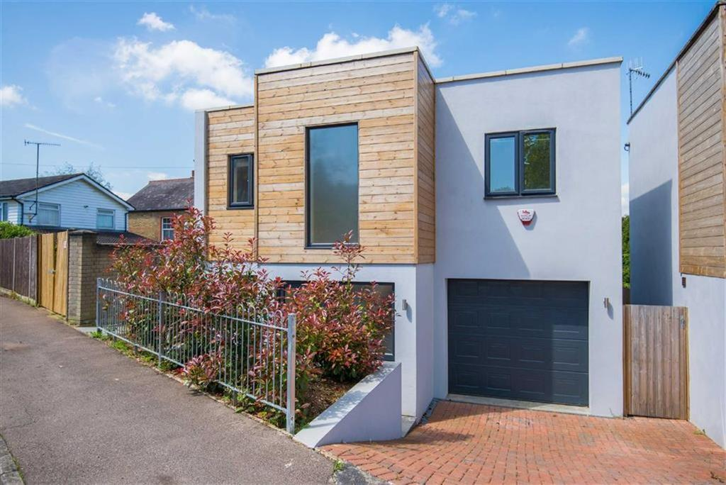 3 Bedrooms Detached House for sale in Napier Drive, Bushey, Hertfordshire