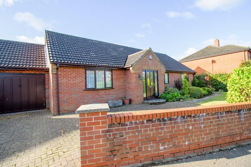3 Bedrooms Bungalow for sale in All Saints Close, Wicklewood, Wymondham