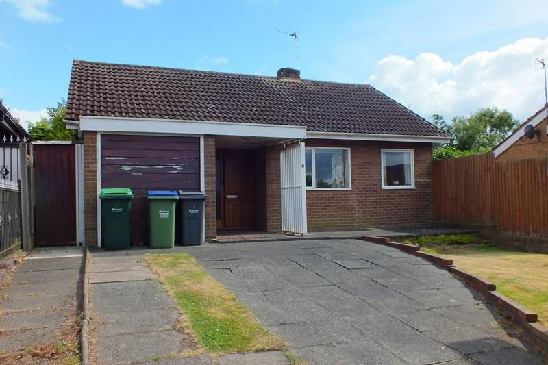 2 Bedrooms Detached Bungalow for sale in Lenwade Road, Oldbury
