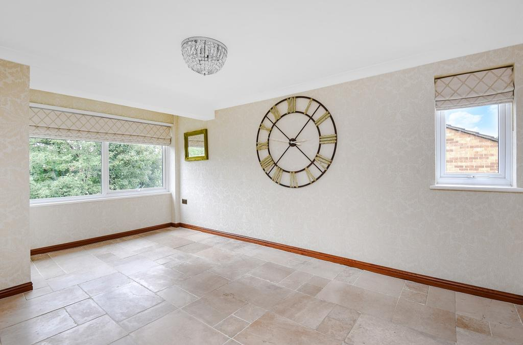 2 Bedrooms Flat for sale in London Road Bromley BR1
