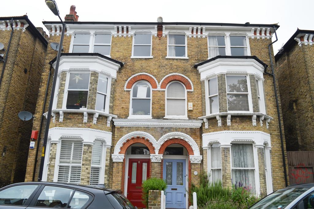 2 Bedrooms Flat for sale in The Gardens Peckham SE22