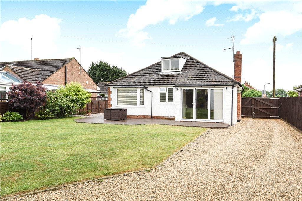 2 Bedrooms Detached Bungalow for sale in Linford Avenue, Newport Pagnell, Buckinghamshire
