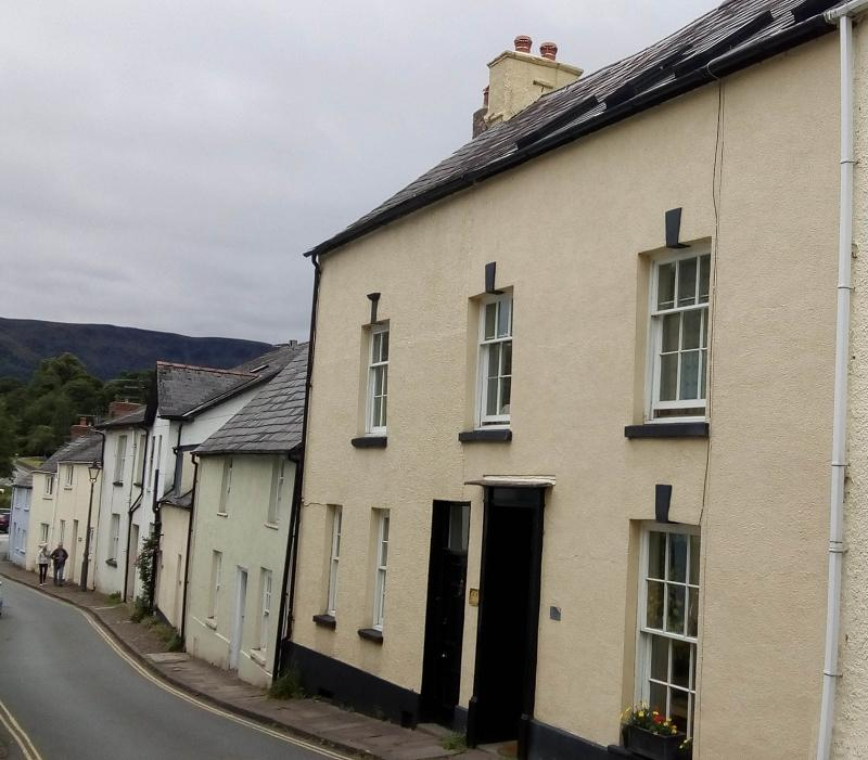 5 Bedrooms Terraced House for sale in Bridge Street, Crickhowell, Powys.