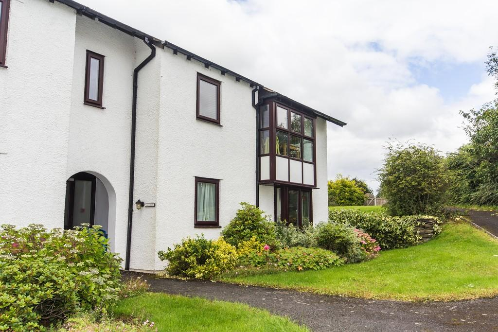 2 Bedrooms Flat for sale in 24 Fairfield Close, Staveley. LA8 9RA