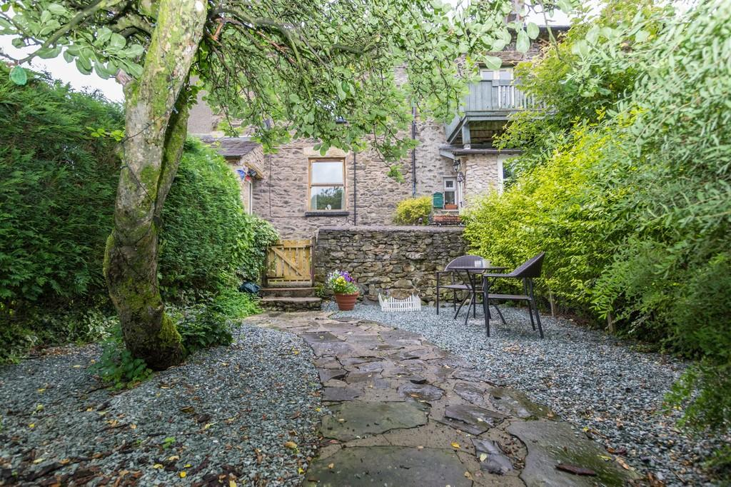 3 Bedrooms End Of Terrace House for sale in 12 Low Cottages, Endmoor. LA8 0HB