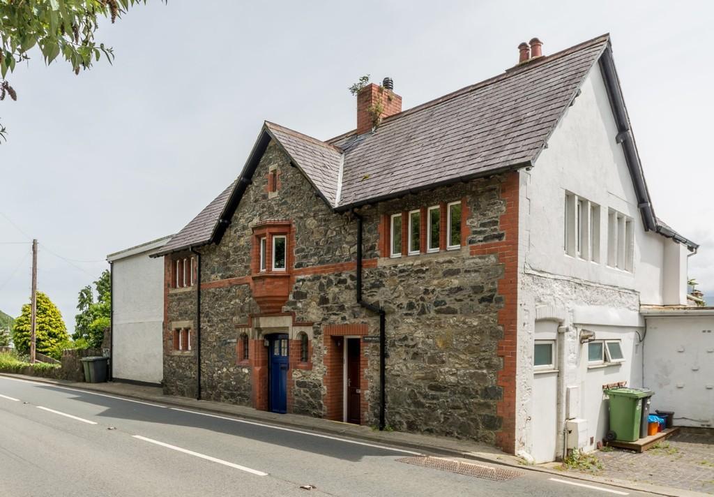 4 Bedrooms Semi Detached House for sale in Glyngarth, Menai Bridge, North Wales