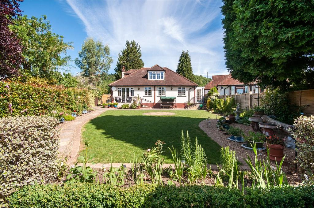 3 Bedrooms Detached Bungalow for sale in Reigate Road, Betchworth, Surrey, RH3