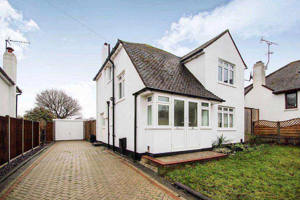 3 Bedrooms Detached House for rent in Kevington Drive, Chislehurst, Kent, BR7 6RW