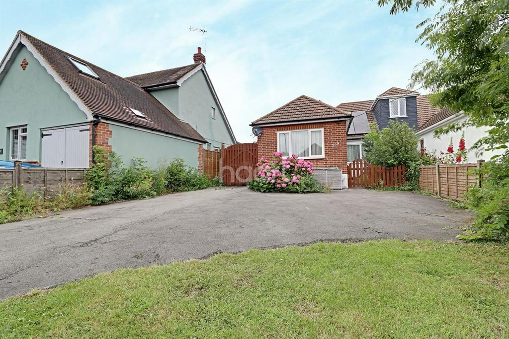 2 Bedrooms Semi Detached House for sale in Eastwood Road, Rayleigh