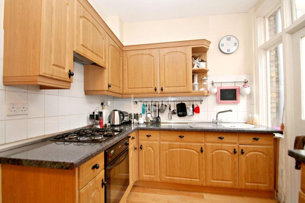 3 Bedrooms Terraced House for sale in South Avenue, Southend-On-Sea