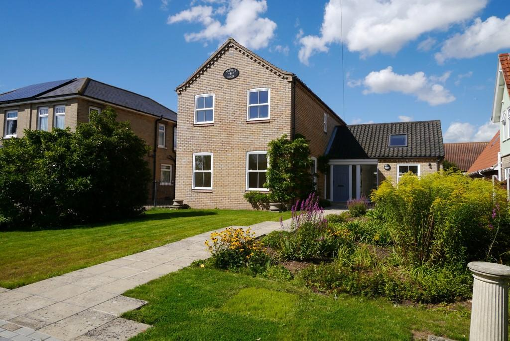 3 Bedrooms Detached House for sale in Grove Road, Beccles