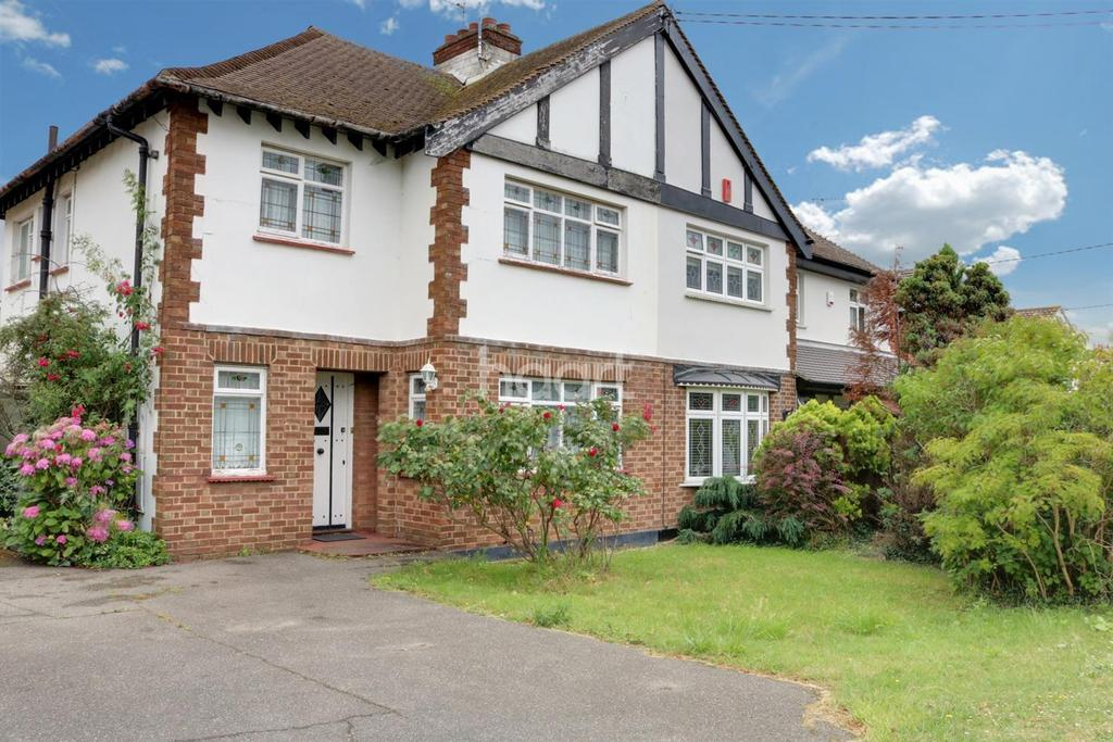 3 Bedrooms Semi Detached House for sale in Plumberow Avenue, Hockley