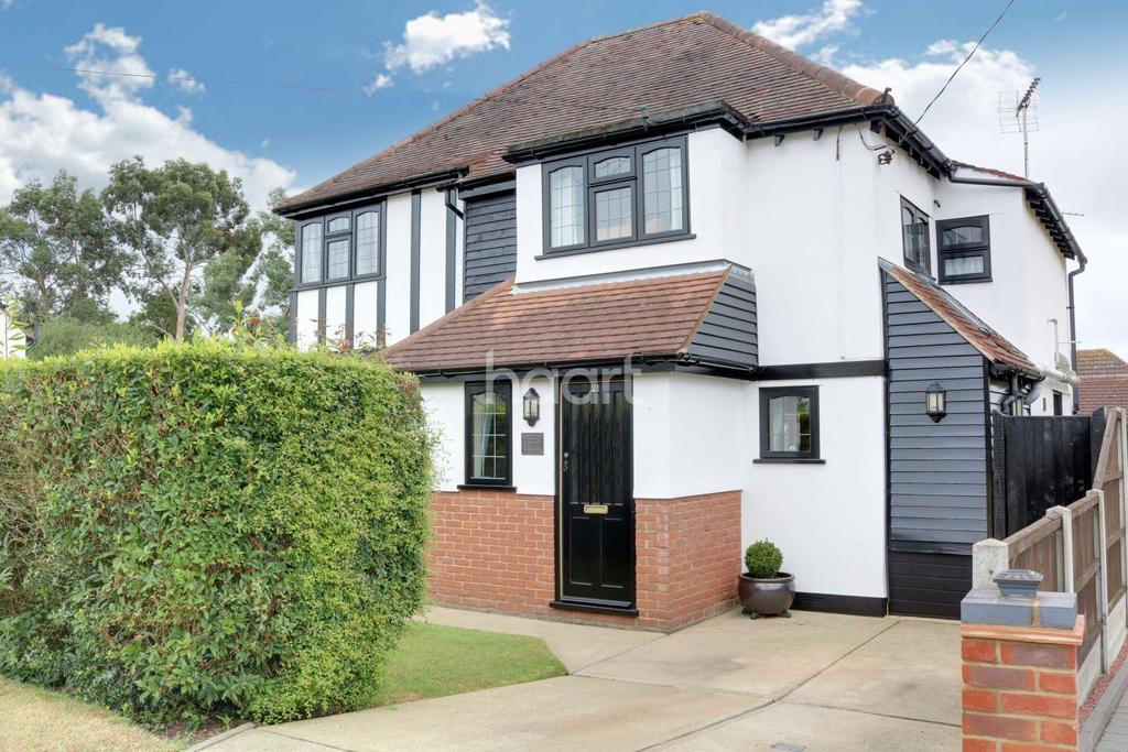 4 Bedrooms Detached House for sale in Hawkwell Chase, Hockley