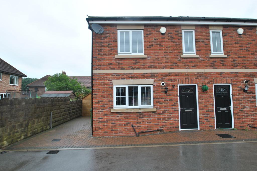3 Bedrooms Semi Detached House for sale in Hutton Court, Armthorpe, Doncaster