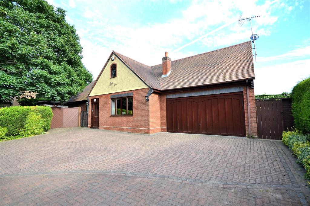 2 Bedrooms Bungalow for sale in Seven Ash Green, Chelmsford