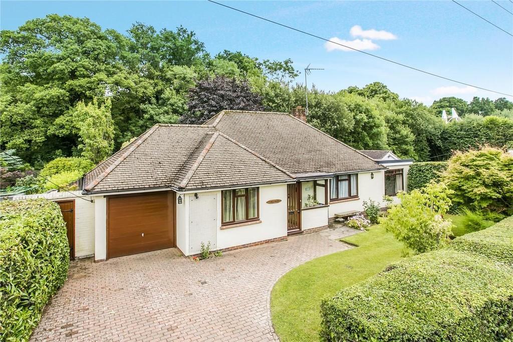 2 Bedrooms Detached Bungalow for sale in The Slade, Lamberhurst