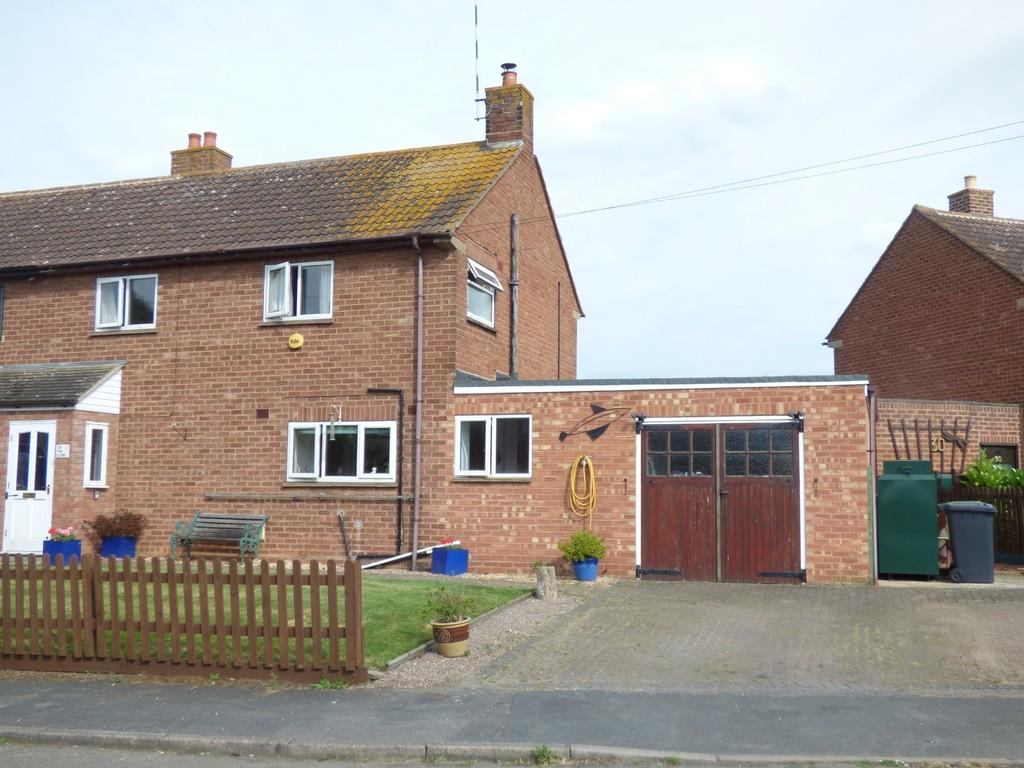 3 Bedrooms Semi Detached House for sale in The Close, Lower Quinton