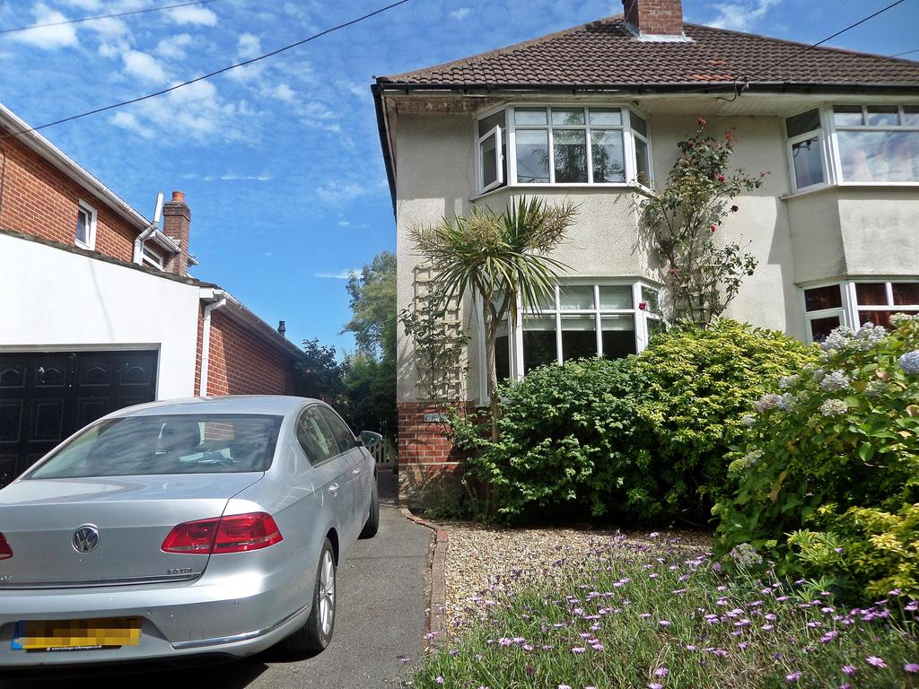 3 Bedrooms Semi Detached House for sale in Hound Road, Netley Abbey, Southampton, SO31 5FX