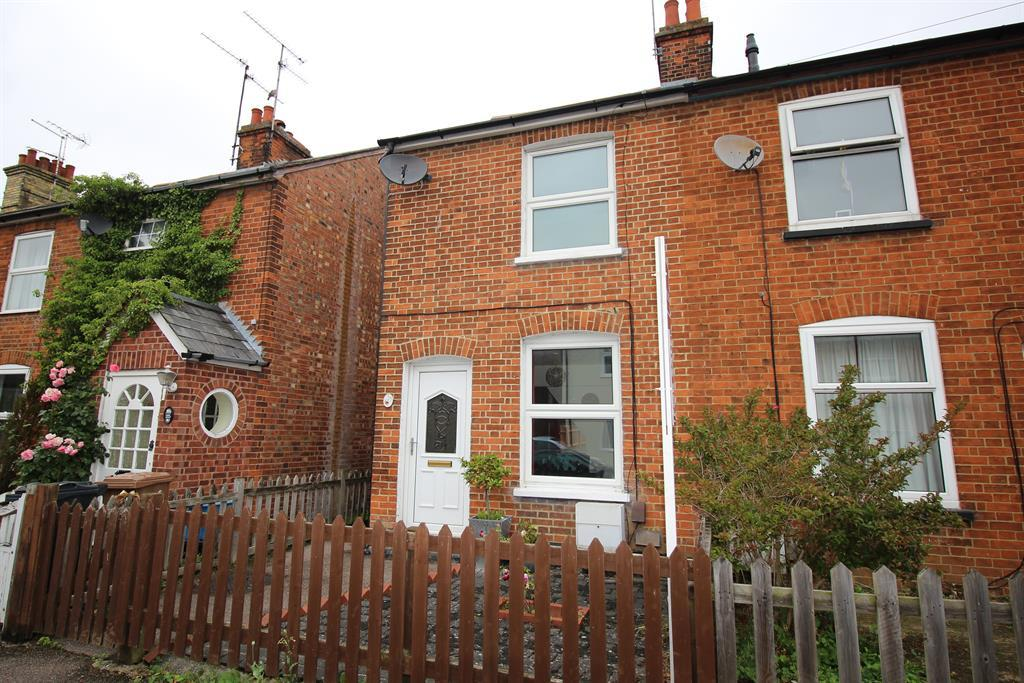 2 Bedrooms Semi Detached House for sale in Haycroft Road, Stevenage, SG1 3JL