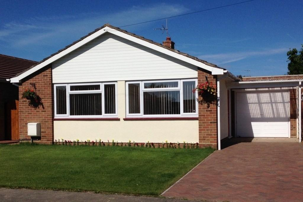 2 Bedrooms Detached Bungalow for sale in Rosebery Avenue, Beltinge, Herne Bay