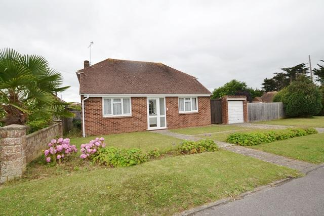 2 Bedrooms Detached Bungalow for sale in Cissbury Road, Ferring, West Sussex, BN12 6QL