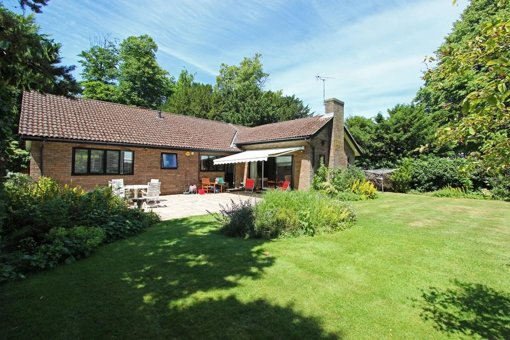 3 Bedrooms Detached Bungalow for sale in Hazelwood Lane, Chipstead
