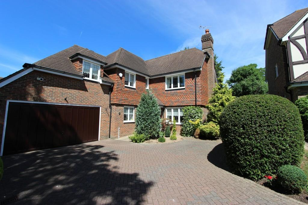 4 Bedrooms Detached House for sale in Walnut Grove, Banstead