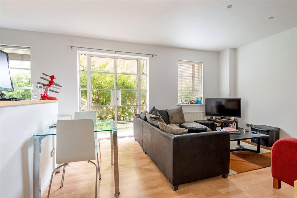 2 Bedrooms Flat for sale in The Watergardens, E14