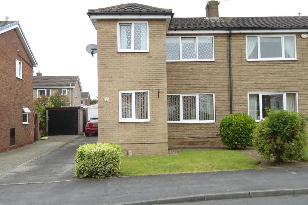 3 Bedrooms Semi Detached House for sale in Fairway, Normanton