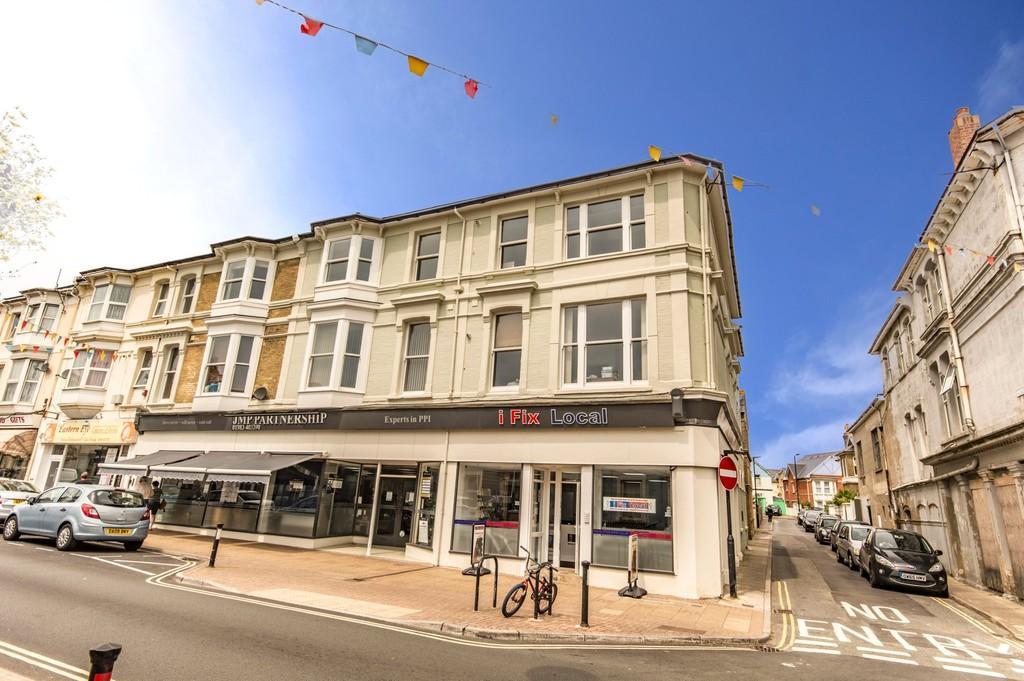 2 Bedrooms Flat for sale in Albion Road, Sandown