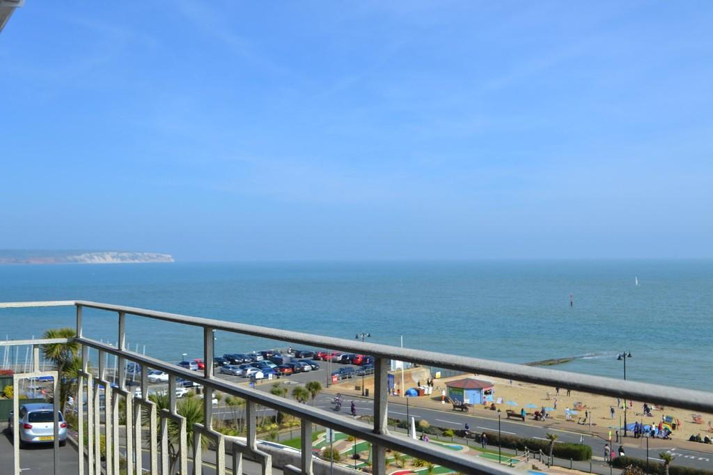 2 Bedrooms Maisonette Flat for sale in Hope Road, Shanklin