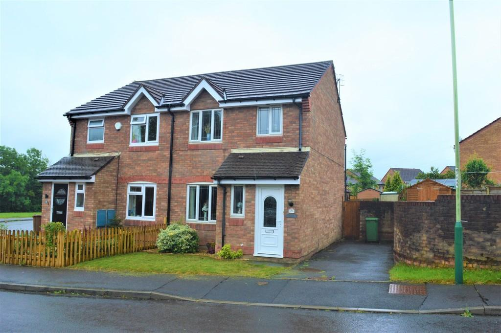 3 Bedrooms Semi Detached House for sale in Clos Cae Mawr, Bryn Siriol