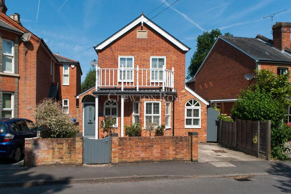 4 Bedrooms Detached House for sale in Kennel Ride, Ascot