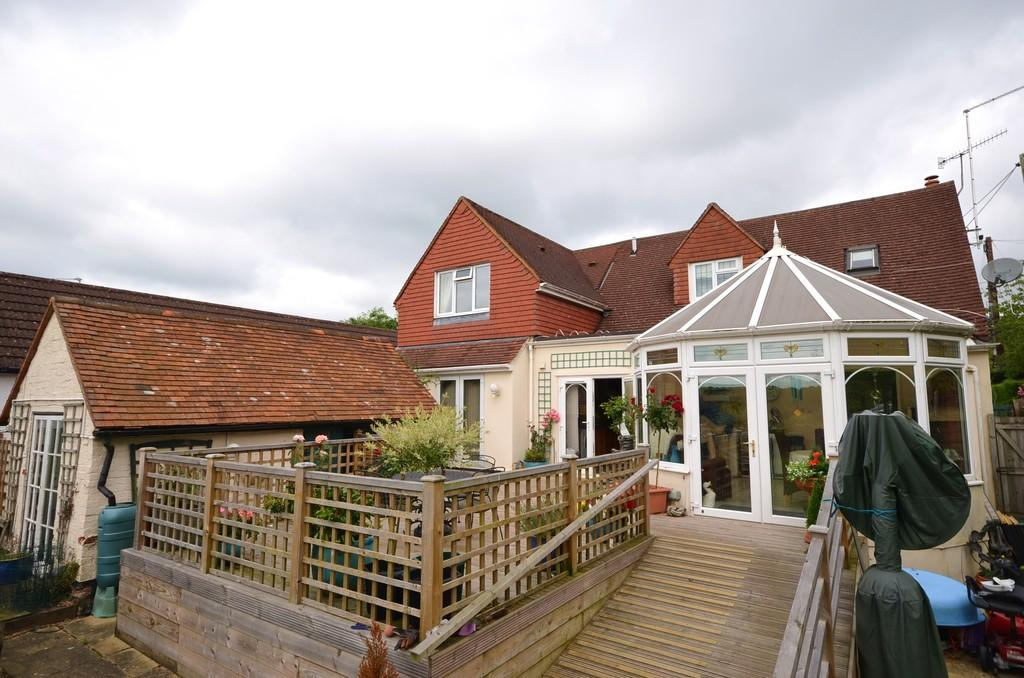 5 Bedrooms Detached House for sale in Farnham Road, Holt Pound