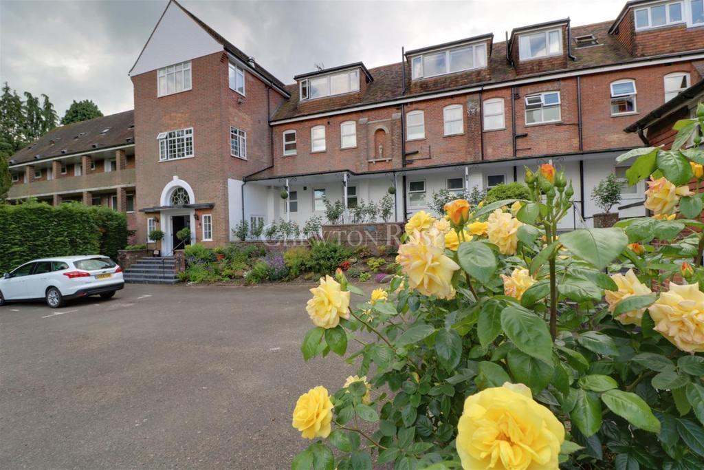 3 Bedrooms Flat for sale in Burwash, East Sussex TN19