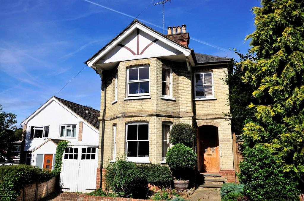 3 Bedrooms Detached House for sale in Dean Road, Godalming